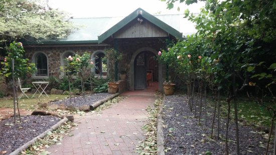Somerset, Αυστραλία: Two Oaks Restaurant - entrance from carpark