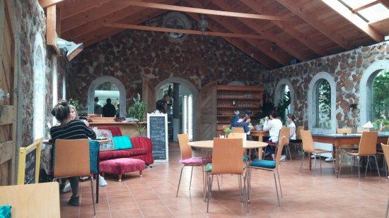 Somerset, Australien: Two Oaks Restaurant - part of the dining area