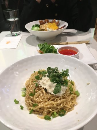 Chamblee, Georgien: Garlic noodles with crab and BBQ pork with wontons