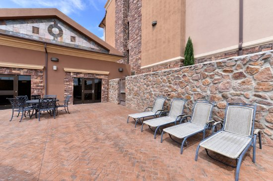 guest patio picture of holiday inn express hotel suites las