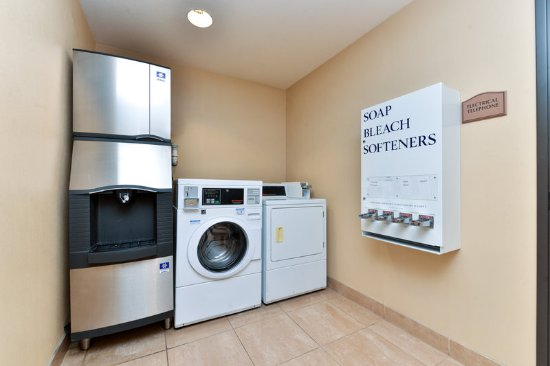 Holiday Inn Express Hotel & Suites Las Cruces: Laundry Facility