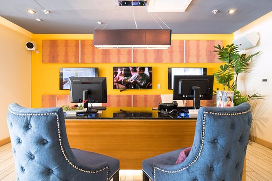 Vive Hotel Waikiki: Concierge/Business Center