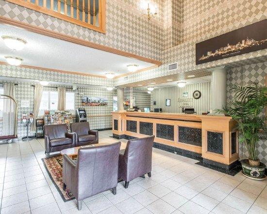 Econo Lodge Tech Center: Lobby