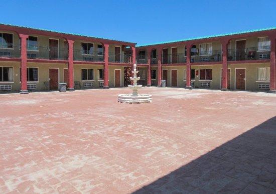 Pecos, TX: Courtyard