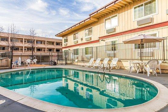 Auburn, CA: Pool