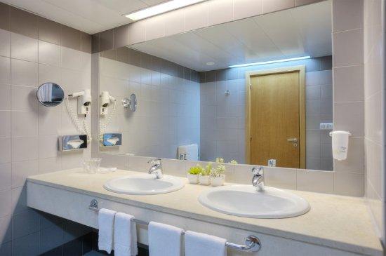 Quality Inn Portus Cale : Bathroom