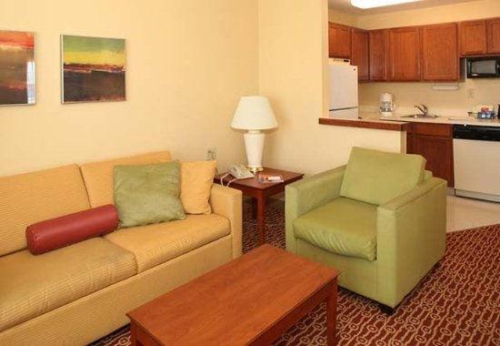 TownePlace Suites Cleveland Streetsboro: Two-Bedroom Suite Living Area & Kitchen