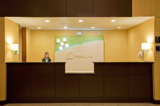 Holiday Inn Reno-Sparks: Hotel Lobby Front Desk