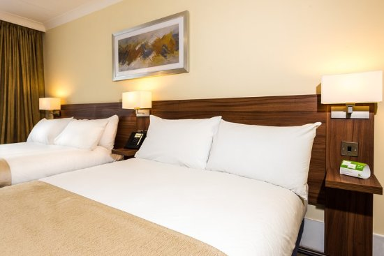 Holiday Inn Lancaster: Relax and unwind while you stay in one of our cosy modern rooms