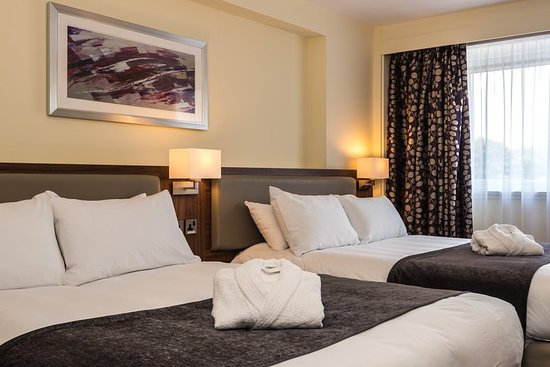 Holiday Inn Lancaster: A little more comfort in this Executive Room with 2 double beds