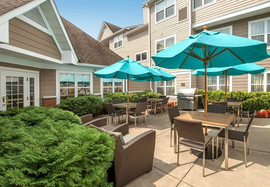 Residence Inn by Marriott Charleston: Relax on our Outdoor Patio
