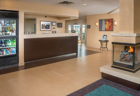 Residence Inn by Marriott Charleston: Front Desk