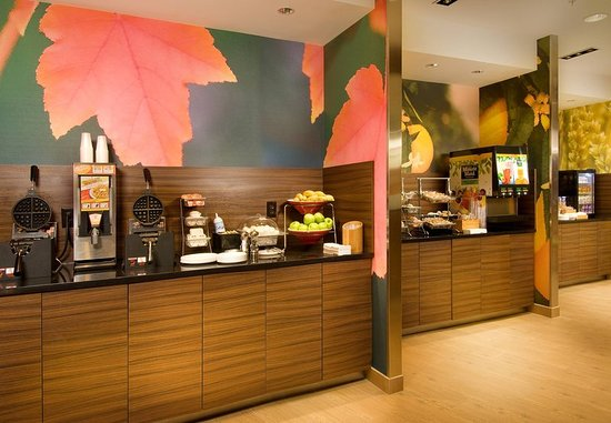 Fairfield Inn & Suites Baltimore BWI Airport: Breakfast Bar