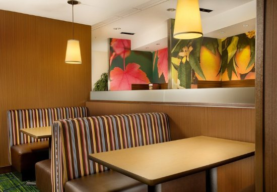 Fairfield Inn & Suites Baltimore BWI Airport: Breakfast Dining Area