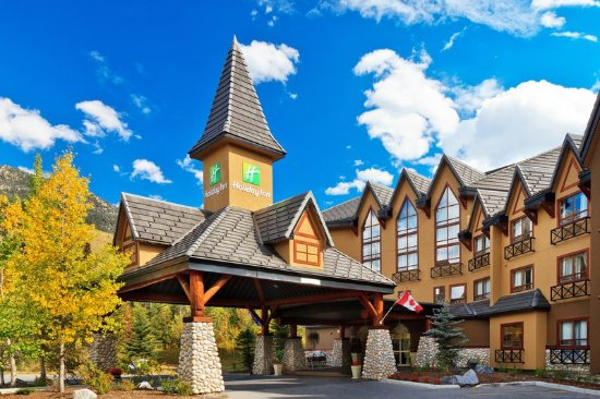 Holiday Inn Canmore: Enjoy free parking and quick access to hike and bike trials!