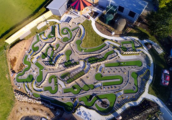 Нью-Плимут, Новая Зеландия: Aerial view of Hillsborough Mount Panorama mini putt