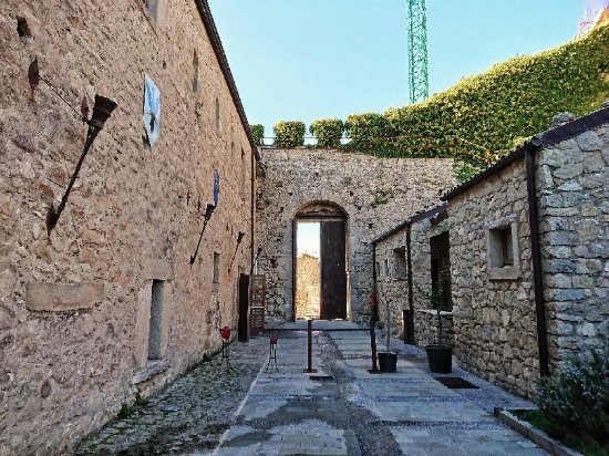 Montalbano Elicona, Italia: Castello Svevo Aragonese