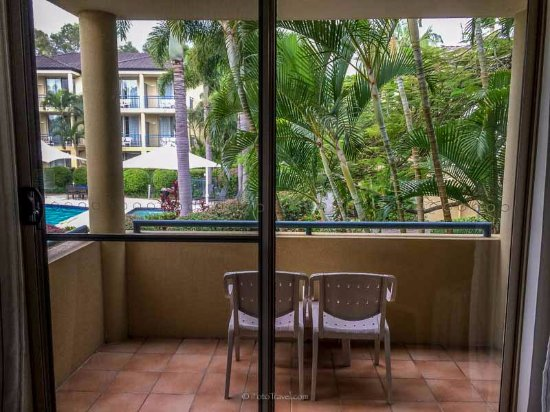 Carrara, ออสเตรเลีย: The balcony of my room, overlooking the tropical gardens and pool
