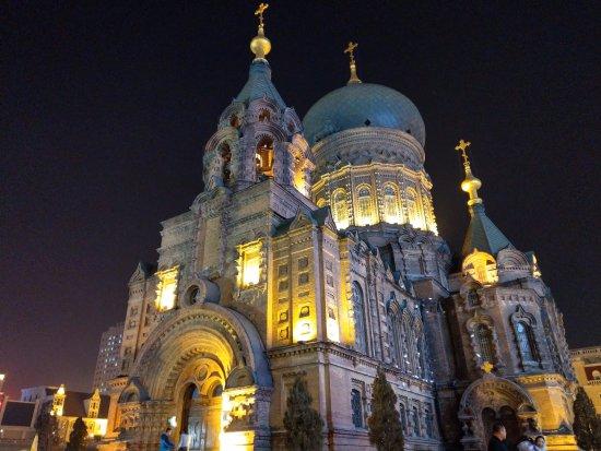 Saint Sophia Cathedral : 入夜後的聖索菲亞教堂, 在燈光照耀下, 光彩奪目.