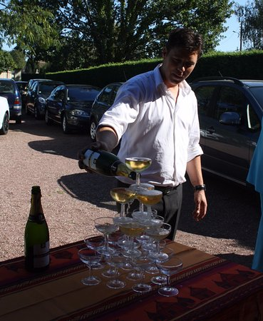 Saint-Sulpice-et-Cameyrac, Frankreich: Fontaine a champagne, par Maxime, lors d'une reception a la maison
