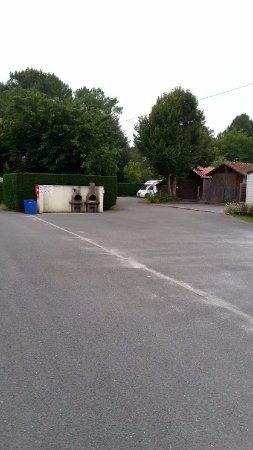 Camping Calède : einer von zwei Grillbereichen