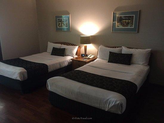 Green Island Resort: Our bedroom