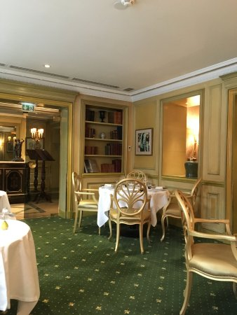 DECO DE TABLE CHIC - Picture of Restaurant Le Celadon, Paris ...