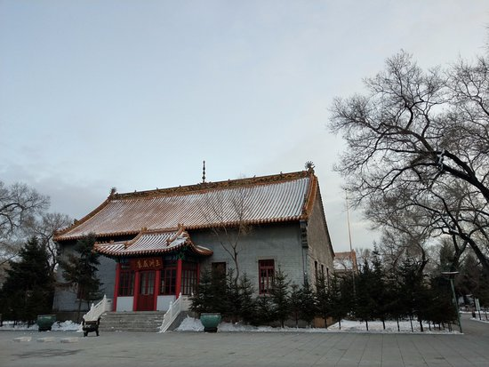 Qiqihar, China: 這是其中一個殿. 因為來的太晚, 無法進入參拜.