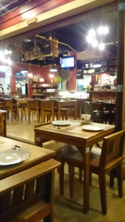 Phensiri Thai Restaurant: Τραπέζια
