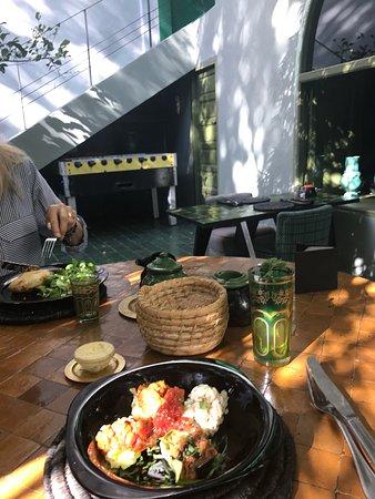 Le jardin marrakech rue haroun errachid restaurant for Cafe le jardin marrakech