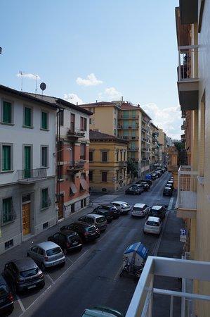 Orcagna Hotel: Balkon zur Straße