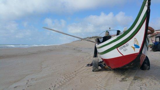 Fischerboot in Praia de Pedrogao