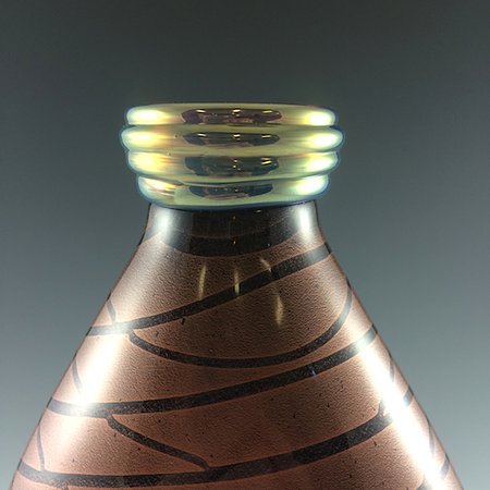 Canaan, นิวยอร์ก: detail of vase with coiled glass lip