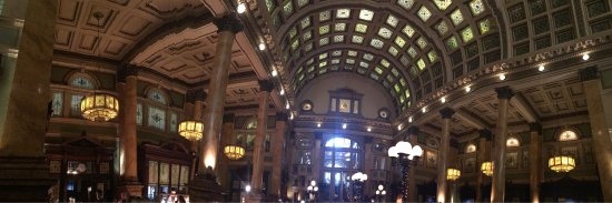 Grand Concourse: What a beautiful historical building and excellent spread of food for brunch!!!