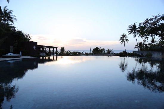 Asya Premier Suites : 鏡面泳池