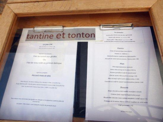 Limoux, France: La carte du moment affichée devant l'entrée