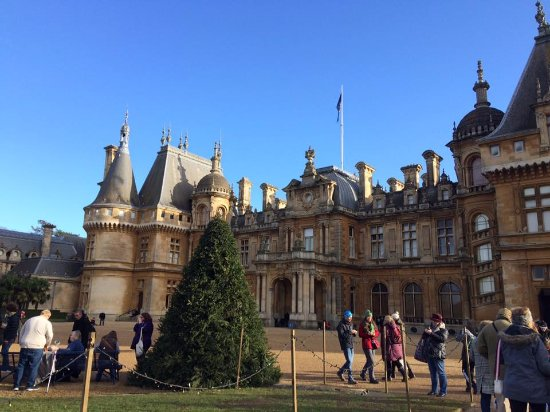 front of the house picture of waddesdon manor waddesdon. Black Bedroom Furniture Sets. Home Design Ideas