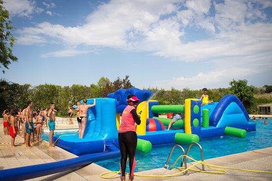 Animaci n en piscina fotograf a de camping bungalow park - Piscina villaviciosa de odon ...