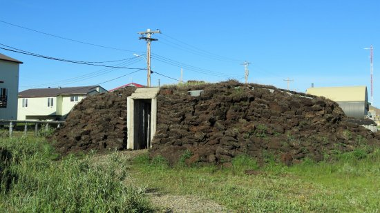 Tuktoyaktuk, Canada: Old house made from soil