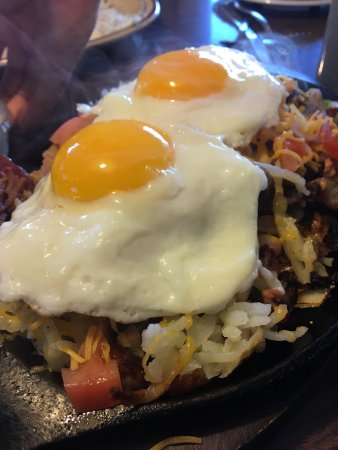 Lincoln Park, MI: Cameos Skillet is Breakfast Done Right: The Cameo Restaurant offers up a delicious selection of