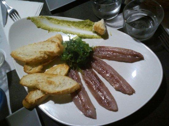 Hoyos del Espino, España: Lomos de sardina ahumados con ensalada wakame