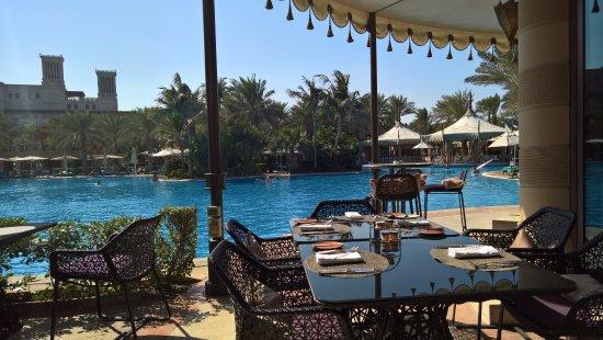 Jumeirah Al Qasr at Madinat Jumeirah : Breakfast on the poolside restaurant.