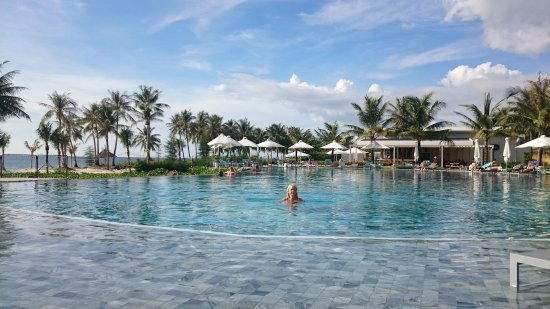 infinity pool beach house. Sol Beach House Phu Quoc: Infinity Pool Infinity Beach House