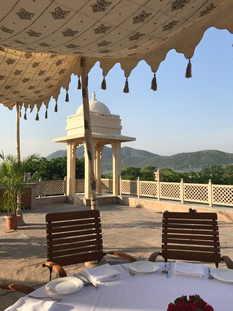 Trident Udaipur: Breakfast at sunrise, simply majestic.