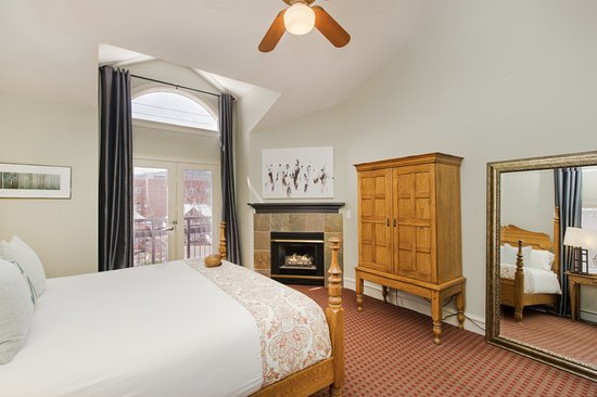 The Bradley Boulder Inn: Guest Room with King Bed (all guest rooms have private baths)