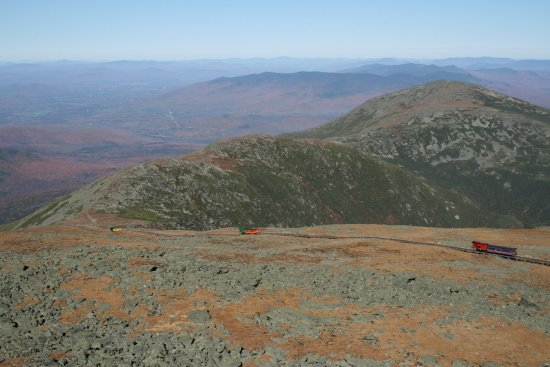 Mount Washington, Νιού Χάμσαϊρ: Cog Railway carriages starting their descent