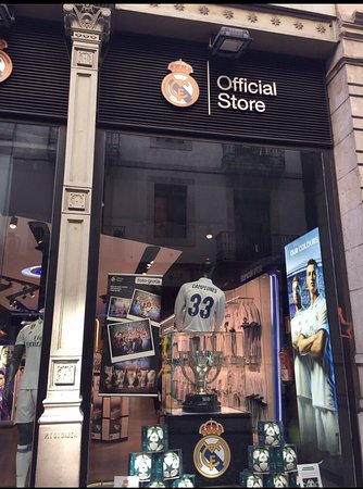 best service 9afa1 25099 photo0.jpg - Picture of Real Madrid Official Store Barcelona ...