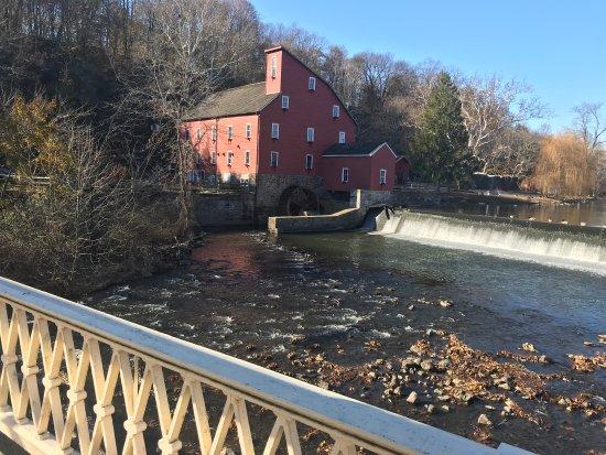 Clinton, Nueva Jersey: A coffee, a river, a mil and a bridge