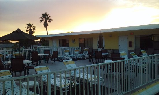 Sand Castle Motel: Sun setting on sun deck.