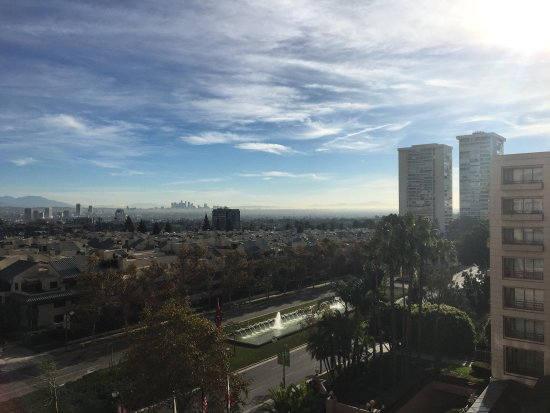 InterContinental Los Angeles Century City: beautiful view off the balcony in the morning